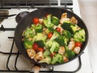 鶏むね肉とブロッコリーの焼きラ45
