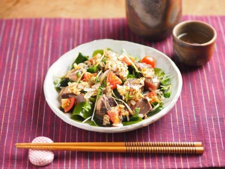 かつおたたきの海鮮サラダ、中13