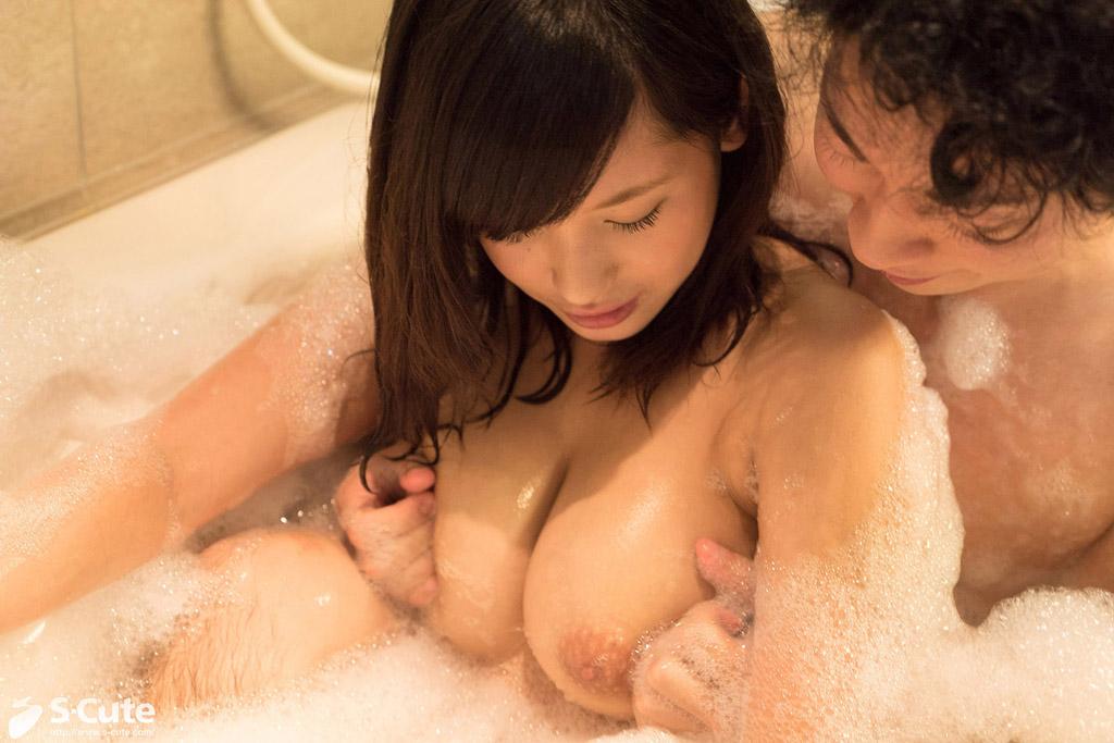 Gカップ美巨乳娘と愛し合っているようなラブラブセックスシーン!