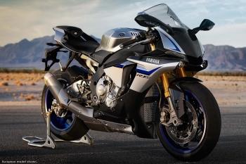 2015-Yamaha-YZF-R1M-23.jpg