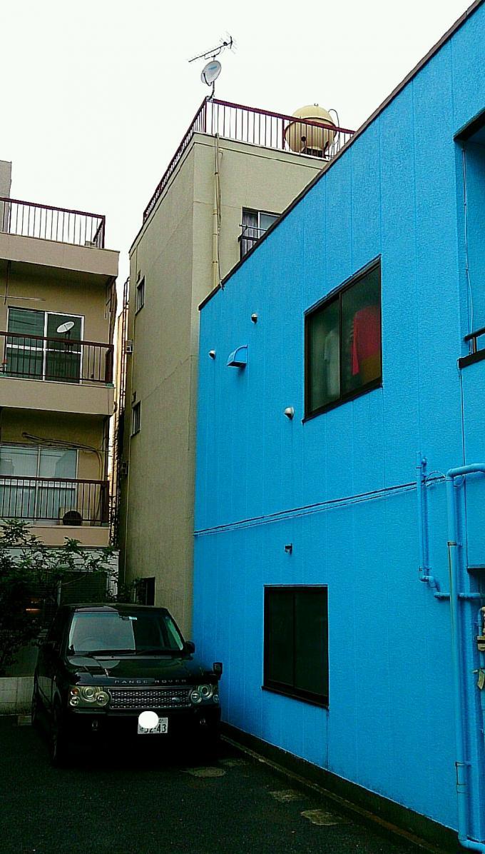 青い家とRANGE ROVER_20150528