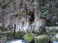 レリーフの岩