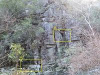 三角穴の岩
