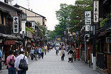 139035467660611008228_220px-Hanamikoji-dori.jpg