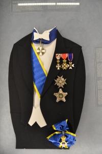 勲章の付け方1