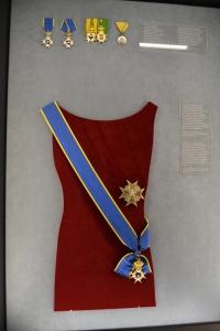 勲章の付け方3