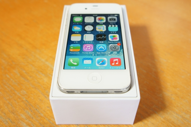apple_iphone4s_unbox_05.jpg