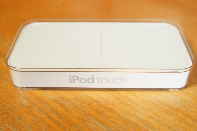 apple_ipodtouch_5th_unbox_03.jpg