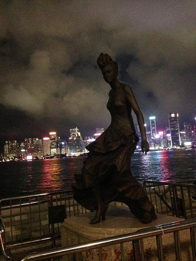 香港のアニタ・ムイ像