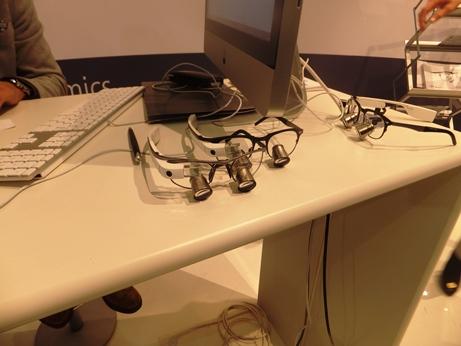 グーグルグラスと拡大鏡