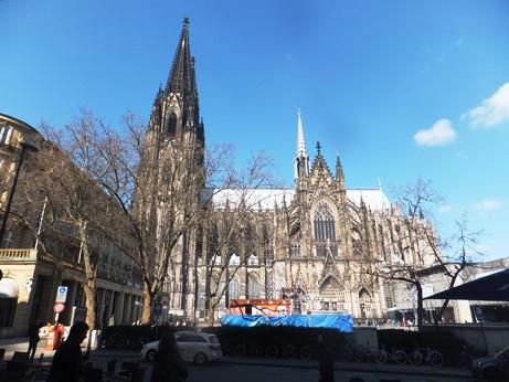 ケルン大聖堂、人が小さい