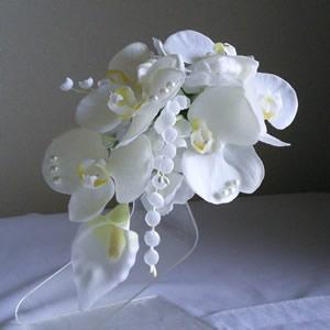 胡蝶蘭とカラーの結婚式コサージュ