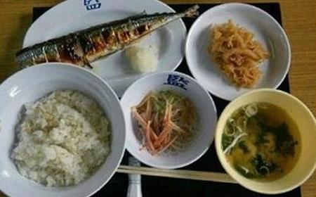 日本のサンマ定食~