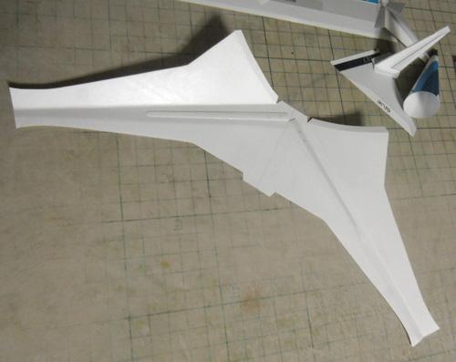 主翼はハンドランチっぽくね。
