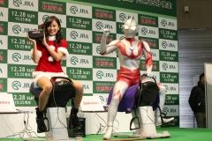 小島瑠璃子 サンタ騎乗位画像1