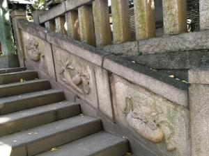 巾着と大根がデザインされた石段
