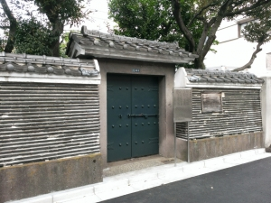 平賀源内墓所築地塀