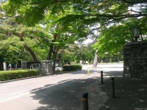 多磨霊園入口
