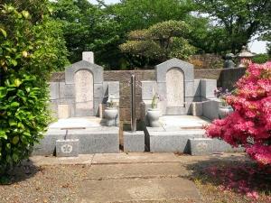 与謝野鉄幹、晶子夫妻の墓