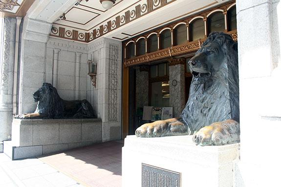 日本橋三越 ライオン像