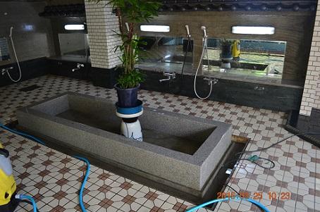 大浴場の大掃除