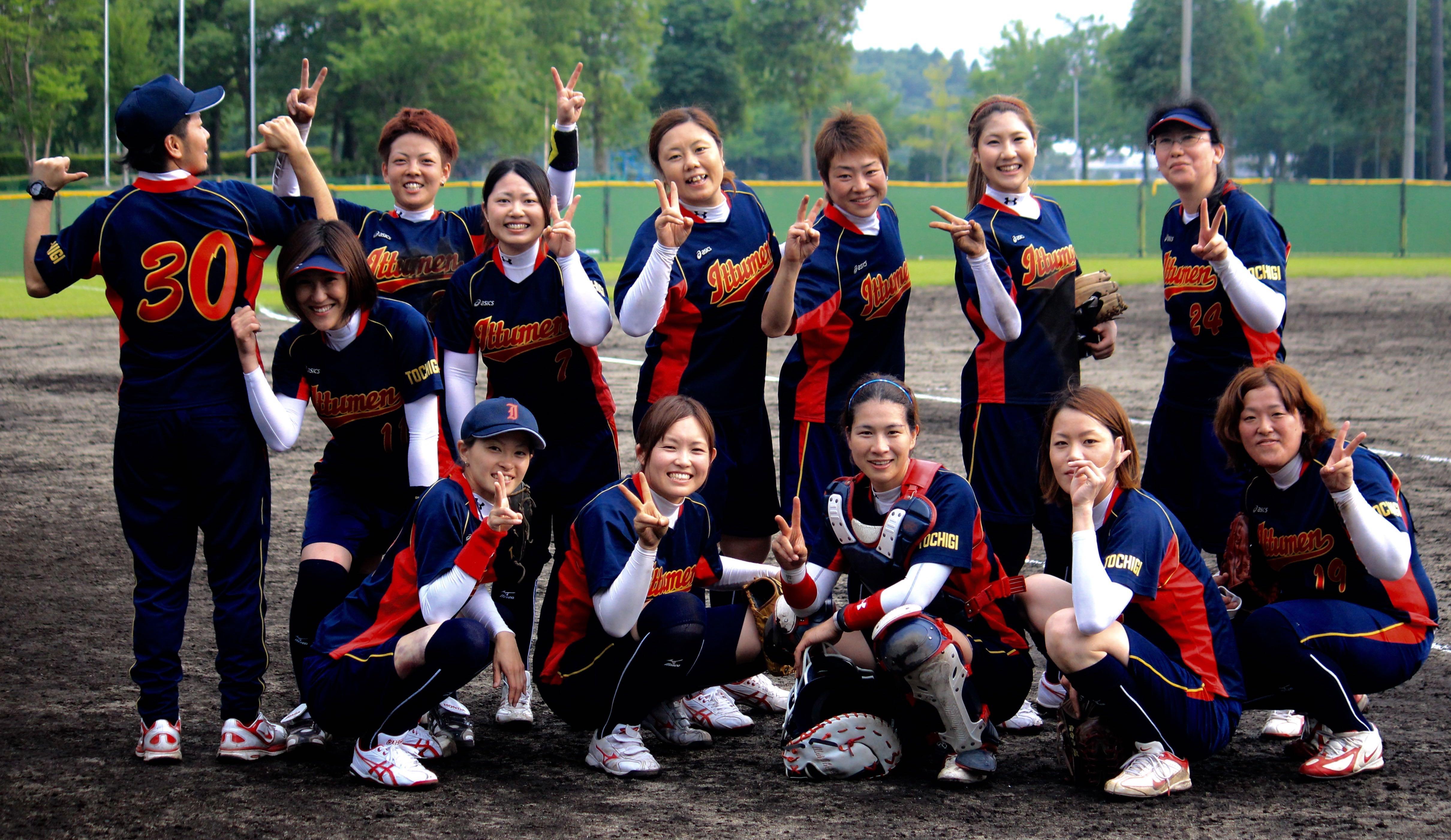 いっつめん.   We ♡ Softball