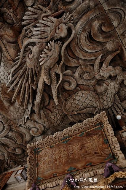 彫刻の神社
