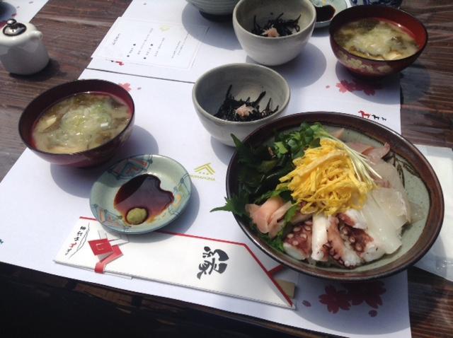 大山町の漁師中村さんの海鮮丼