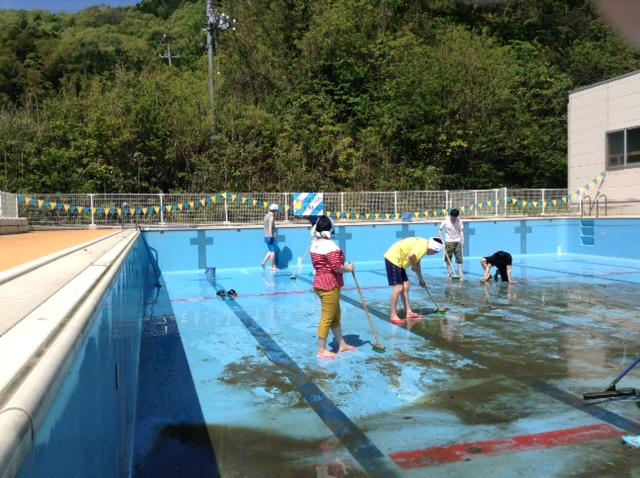 プール清掃中2015
