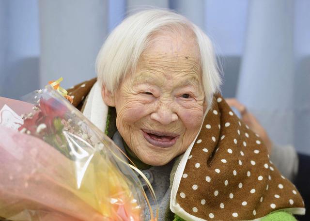 世界最高齢の日本人女性が亡くなる。長生きのコツは「おいしい物を食べること」