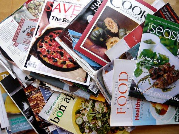 日本で初めて週刊誌が創刊されたのはいつ?