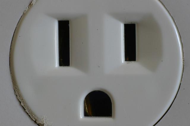 ハワイのコンセントに日本製品の電源プラグはそのまま挿せる?