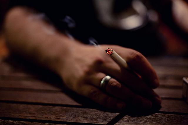 世界で最も喫煙率の高い国は?日本は何位?