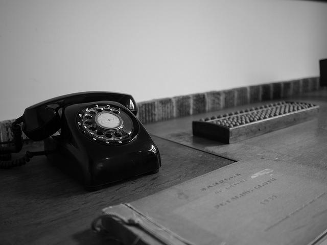 携帯電話からフリーダイヤルが利用できない理由