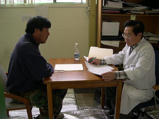 世界で初めて健康診断が行われた国とは