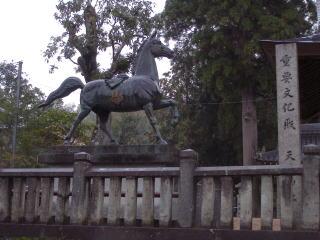 天津神社神馬像