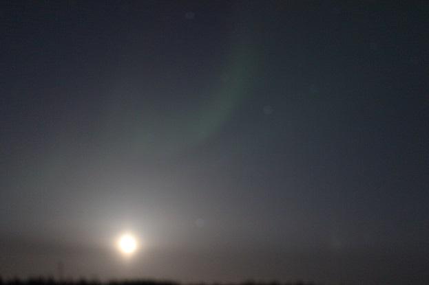 2015カナダ旅行:0210オーロラビレッジ オーロラと月