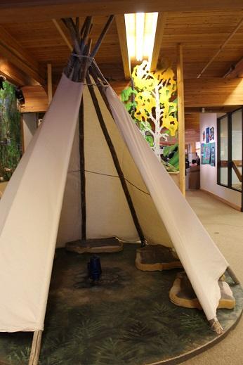 2015カナダ:0210イエローナイフ 博物館 衣装体験2