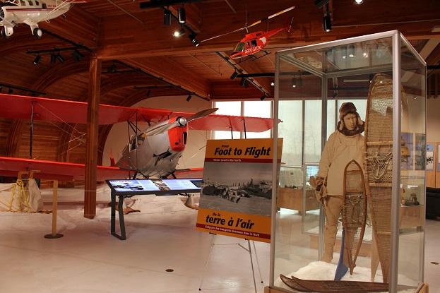 2015カナダ:0210イエローナイフ 博物館 飛行機