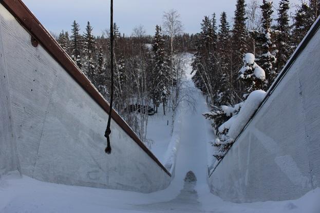 2015カナダ:0211イエローナイフ 滑り台3