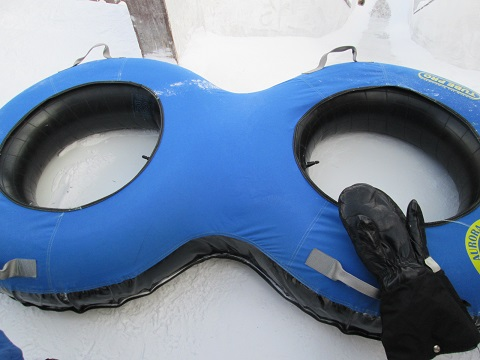 2015カナダ:イエローナイフ 滑り台 ゴム