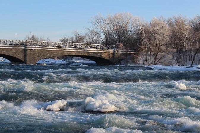 2015カナダ旅行:0213アメリカ ナイアガラ・フォールズ州立公園 ナイアガラ川 橋