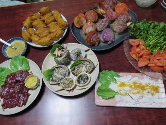 貝とクジラといなり寿司の晩ご飯