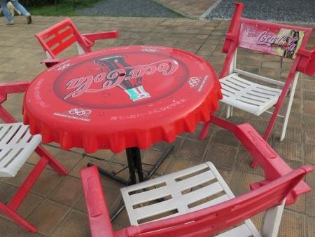 笠間工芸の丘 コカコーラのテーブル&チェア