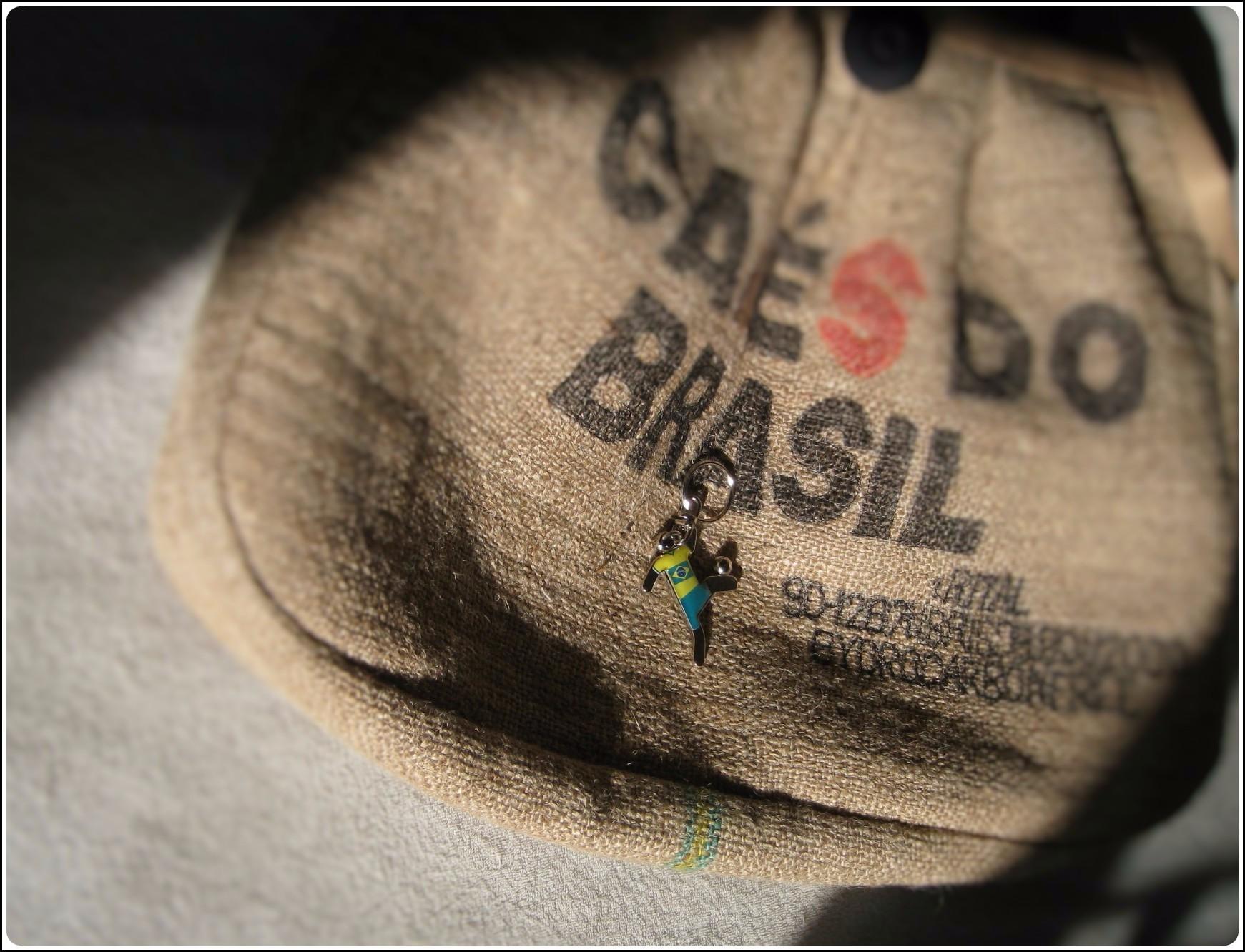 coffeesack_shadow_3_528.jpg