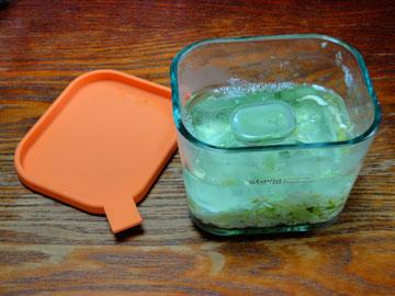 漬け物容器でキャベツの塩漬け2