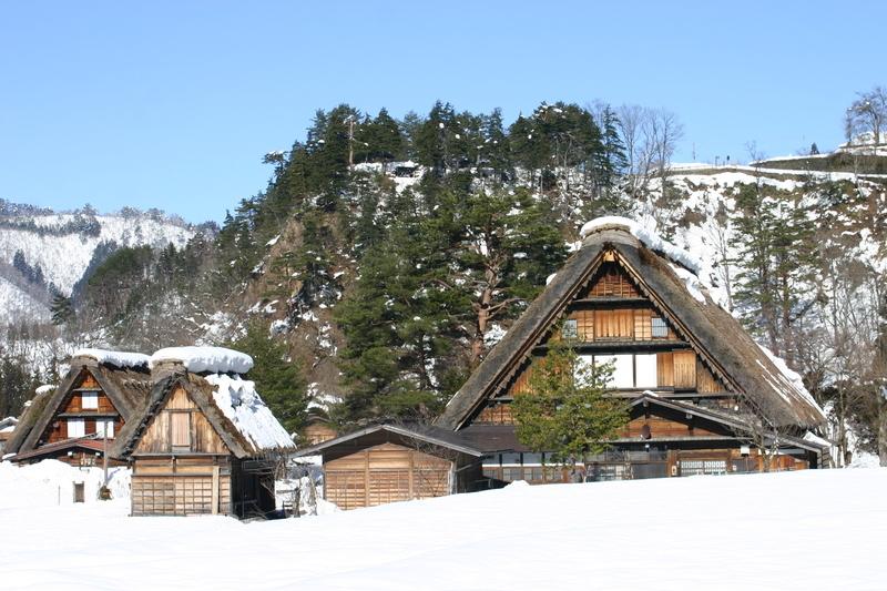白川郷~幻想が息づく村~ 茅葺屋根の家が並ぶ光景は、まるで昔読んだ民話の世界のよう  ④