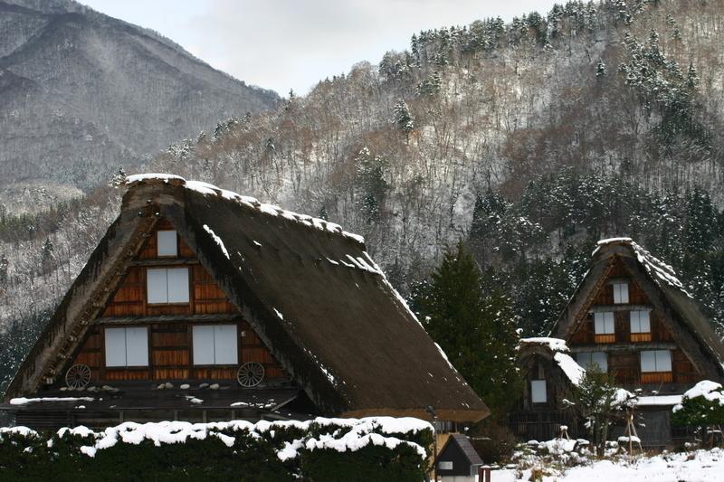白川郷~幻想が息づく村~ 茅葺屋根の家が並ぶ光景は、まるで昔読んだ民話の世界のよう  ⑦