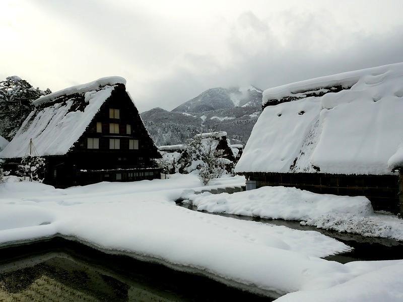 雪深い季節になると白川郷まで辿り着くのも大変ですが、その苦労もこの景色を見たら一瞬で吹っ飛びそう~ ⑦