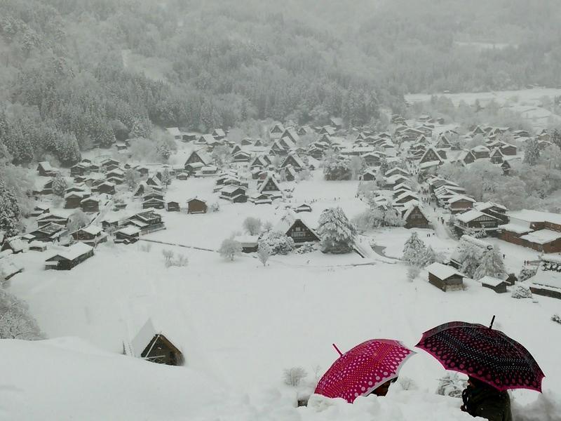 昔はどこにでもみられた日本の冬の風景 白川郷 ①